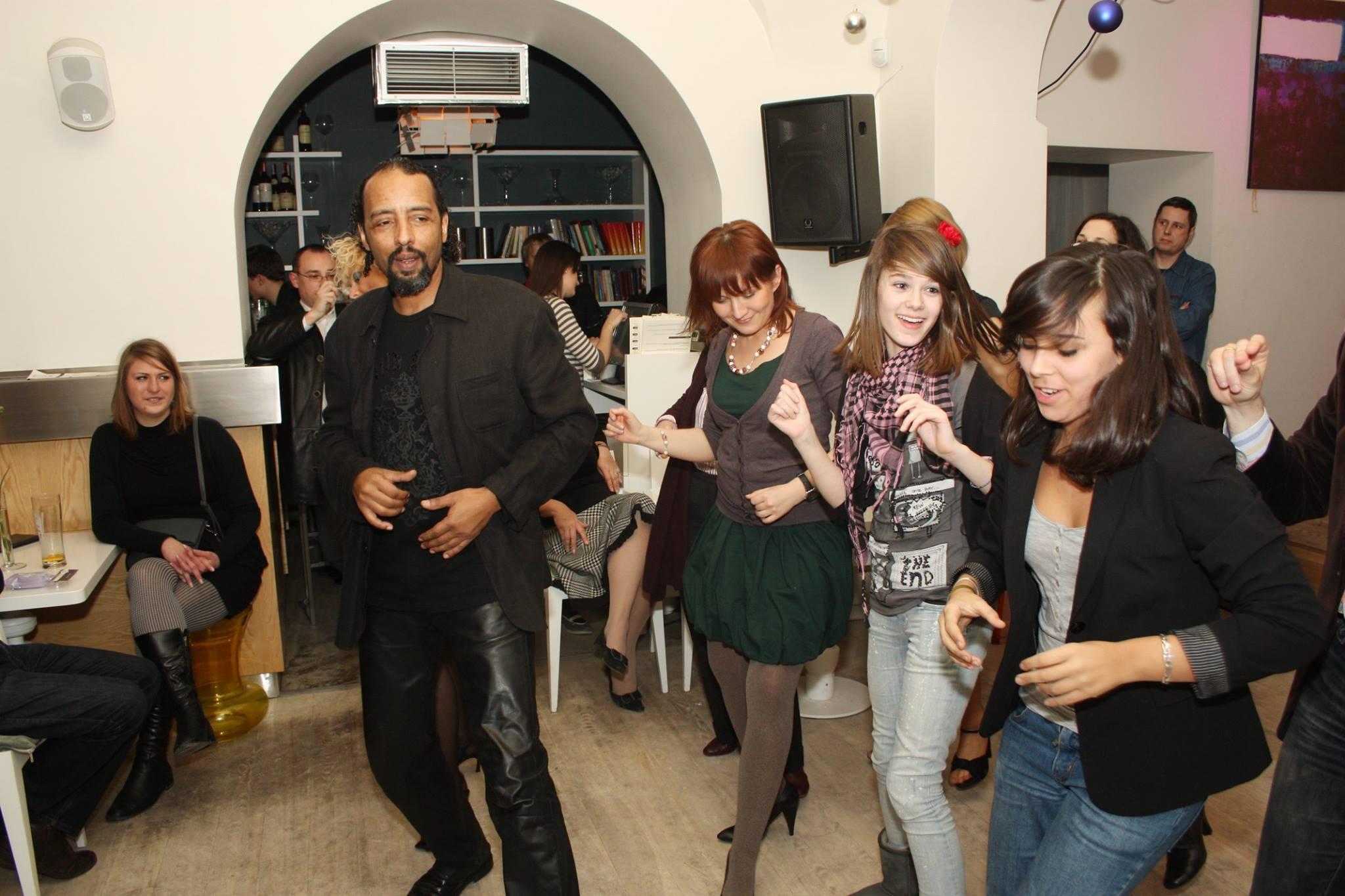 Line Dance, Alassane Wat